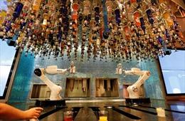 Robot pha chế cocktail ở Las Vegas hút khách tới trải nghiệm