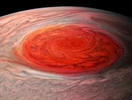 Hình ảnh đẹp nghẹt thở về 'mắt siêu bão' trên sao Mộc