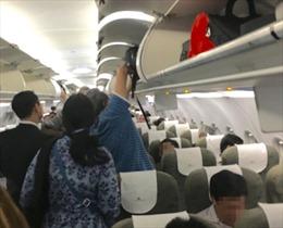 Hai hành khách bị cấm bay 6 tháng vì tranh cãi nhau trên tàu bay