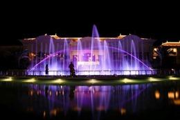 Sơn Tùng M-TP và Phương Vy Idol hát trên sân khấu nhạc nước 'Fountains of Ho Tram'
