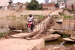Phát triển giao thông nông thôn ở Hà Nội - Bài 2: Những cây cầu chờ 'giải cứu'