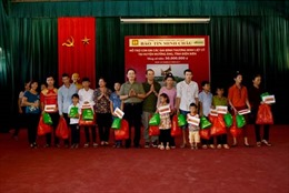 100 suất quà cho gia đình chính sách Điện Biên