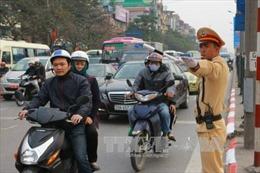 Bằng lái ôtô có thể thay thế bằng lái xe máy?