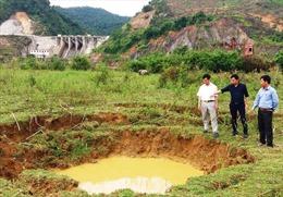 Xuất hiện nhiều hố sụt lún bất thường gần thủy điện Hố Hô