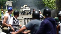 Được binh lính yểm trợ, phe Tổng thống Maduro xông vào Quốc hội