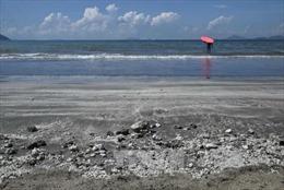 Hong Kong đóng cửa 13 bãi biển vì sự cố tràn dầu cọ