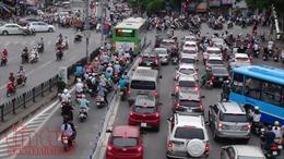 Xe buýt nhanh bị các phương tiện giao thông lấn làn
