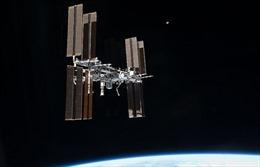Hai nhà du hành vũ trụ Nga trên trạm ISS ra ngoài không gian trong 7 giờ rưỡi