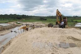 Điều tra, xử lý các cá nhân, tổ chức khai thác cát trái phép ở vùng biên