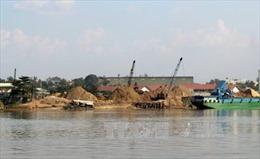 Bắt giữ hai tàu hút cát trái phép trên sông Thái Bình