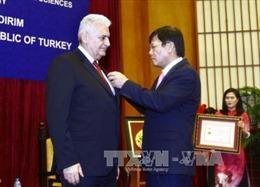 Trao Kỷ niệm chương Vì Sự nghiệp khoa học xã hội cho Thủ tướng Thổ Nhĩ Kỳ Binali Yildirim