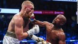Kết quả trận đấu tỉ đô: 'Độc cô cầu bại' làng quyền anh hạ knock-out biểu tượng MMA