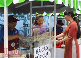 Khám phá phố hàng rong Nguyễn Văn Chiêm buổi đầu khai trương