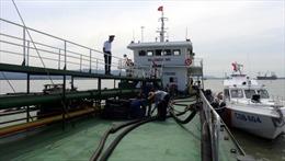 Kiểm tra tàu nghi vấn, phát hiện 700 m3 dầu không rõ nguồn gốc