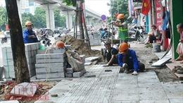 Hàng loạt vỉa hè Hà Nội được lát đá tự nhiên