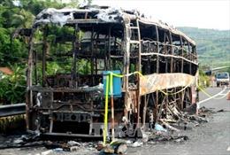 Cháy rụi xe khách giường nằm trên đèo Pha Đin