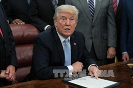 Tổng thống Mỹ phê chuẩn dự luật cứu trợ thiên tai và tăng trần nợ công