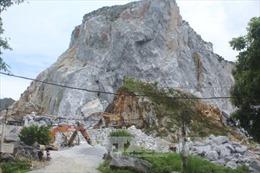 Đang lái máy xúc, nam công nhân tử vong do bị đá trên núi rơi xuống đè trúng
