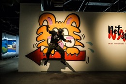 Giới trẻ 'sốt' vì tranh siêu thực của họa sĩ đương đại Nhật Bản Naze tại VCCA