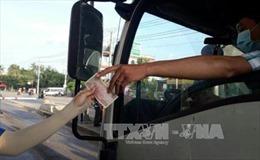 Người dân dùng tiền lẻ mua vé gây ùn tắc Trạm thu phí đường tránh TP Biên Hòa