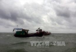 Lai dắt tàu cá cùng 9 ngư dân gặp nạn trên biển vào bờ an toàn