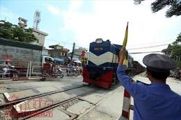 Dùng 'mắt thần' phạt vi phạm đường sắt và đảm bảo an toàn chạy tàu