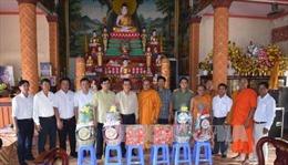 Thăm hỏi, chúc mừng nhân lễ hội cổ truyền Sene Dolta của đồng bào Khmer