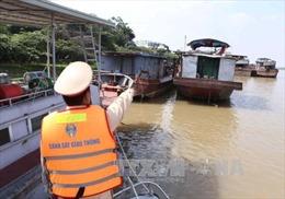 Hút cát trái phép trên sông Hội An, lái tàu chưa có chứng nhận Thuyền trưởng