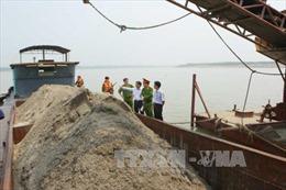 Hòa Bình: Bắt giữ 16 phương tiện thủy khai thác cát trái phép trên sông Đà