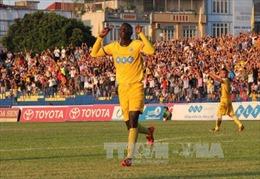 Đả bại XSKT Cần Thơ 4-1, FLC Thanh Hóa đòi lại ngôi đầu bảng V.League