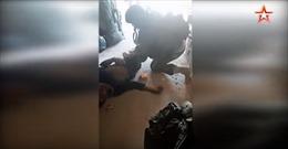 Xem video quân cảnh Nga giải cứu binh sĩ Syria bị thương giữa vòng vây phiến quân
