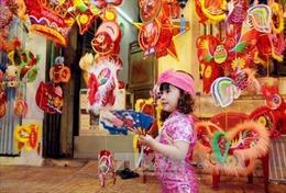 TP Hồ Chí Minh: Phố lồng đèn lung linh sắc màu đón chào Trung thu