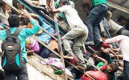 Xem video vụ giẫm đạp kinh hoàng ở nhà ga Ấn Độ làm hàng chục người thương vong