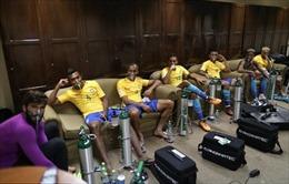 Neymar và đồng đội phải dùng mặt nạ dưỡng khí sau trận hòa Bolivia