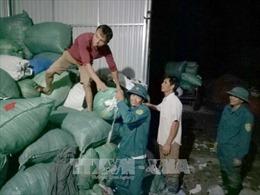 Trắng đêm hỗ trợ người dân di dời ra khỏi vùng ngập lũ nguy hiểm