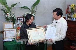 Truy tặng Bằng khen của Trưởng ban Chỉ đạo Trung ương về phòng chống thiên tai cho Nhà báo Đinh Hữu Dư