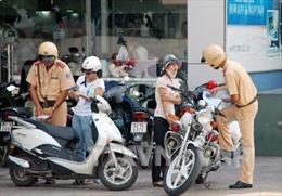 Quên bằng lái bị cảnh sát giao thông giữ phương tiện, có thể khiếu nại?