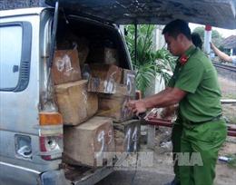 Cần phạt nặng đối tượng dùng ô tô chở người vận chuyển hàng lậu