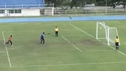 Chiêm ngưỡng bàn thắng kỳ lạ từ cú sút phạt penalty đập xà ngang
