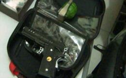 Bắt giữ đối tượng mang súng, lựu đạn và ma túy