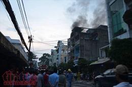 Cháy cửa hàng phụ tùng xe máy, cả khu dân cư náo loạn