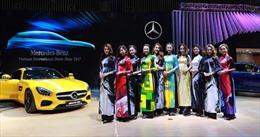 Mercedes-Benz Việt Nam lần đầu mang 'Áo dài' đến Triển lãm Ô tô Quốc tế