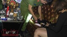 Bất ngờ đột kích 3 quán bar lớn ở Sài Gòn, phát hiện nhiều dân chơi ma tuý