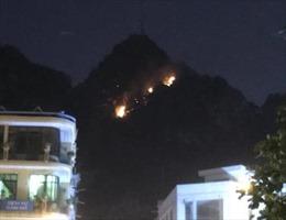 Cháy lớn trên núi Bài Thơ, Quảng Ninh