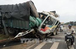 Xe bồn mất phanh gây tai nạn liên hoàn, ít nhất 4 người thương vong