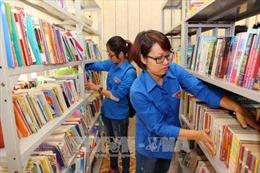 Trao 'Tủ sách Đinh Hữu Dư' tặng học sinh vùng cao Yên Bái