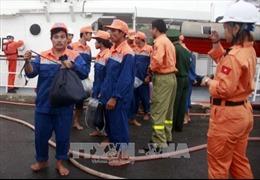 Cứu hộ an toàn 13 ngư dân gặp nạn trên đường tránh trú bão số 12