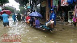 Thành phố Huế ngập chìm trong biển nước do mưa kết hợp xả lũ