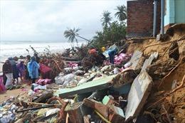 Triều cường đánh sập hàng chục nhà dân ở Phú Yên