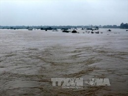 Quảng Ngãi tiếp tục di dời dân vùng ngập lụt đến nơi an toàn